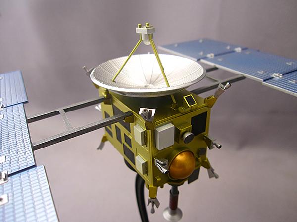 小惑星探査機MUSES-C「はやぶさ」塗装済完成品