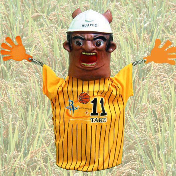 田畑の番人 かかしロボット
