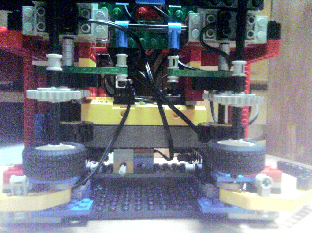 2007サマーチャレンジのロボット。やる気が感じられない。