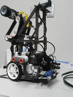 2010サマーチャレンジのロボット。上にでかいのは久々に作った。
