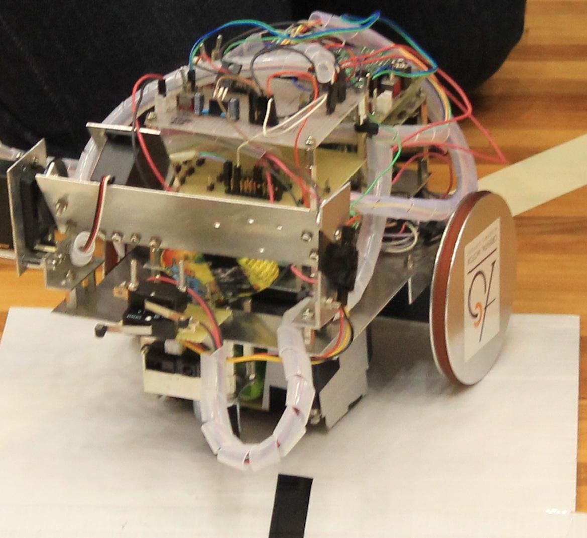 去年のロボットも大きかったですが、今年のロボットも大きいですね。やっぱりモーターの音がいい!
