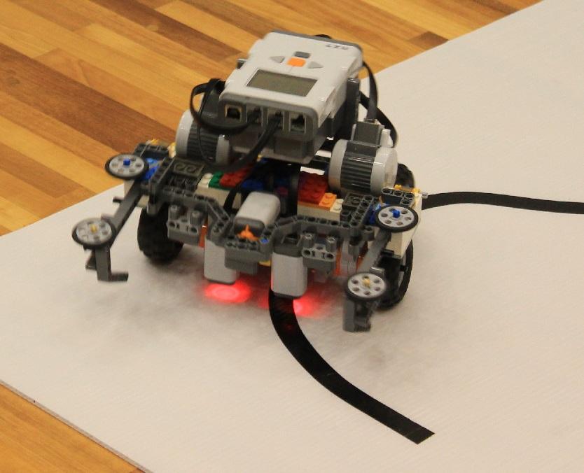 「タイガー」のロボットです。坂用のローラーが左右についていて、ロボット自体がかなり個性的な形ですね。
