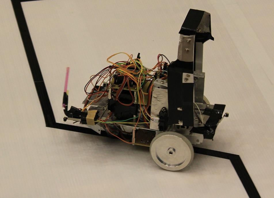 「こぺるにくす」のロボットです。とてもシンプルで、「スマート」という印象を受けました。