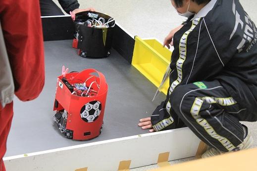 TJ3で作られたサッカーロボットです。今回のサッカーでは完全な自作機はいなかったような気がします。