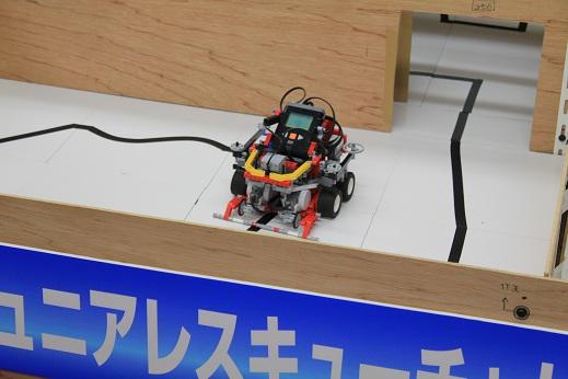 技志向K3のロボットです。これもまた・・・重戦車ですね・・・あの太いタイヤ4本は反則レベルですよ(笑)