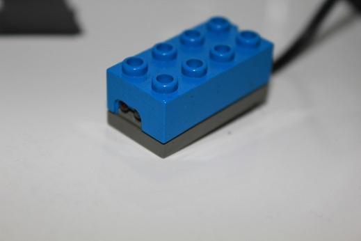 RCXのライトセンサーです。LEDの点滅の制御はできませんが、その分非常に小さいです。