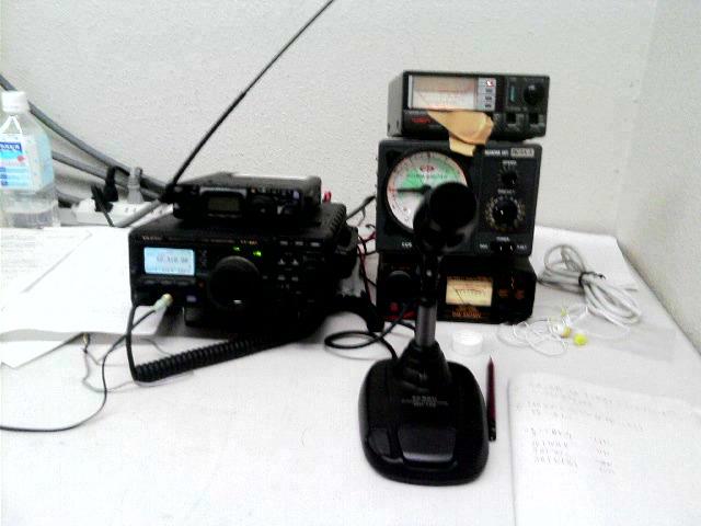 うちの電通部で使用している無線機です。ぶっちゃけ僕個人は無線は全くわかりません(笑)