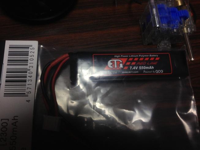 今日買ったLipo電池です。7.4V 500mAです。