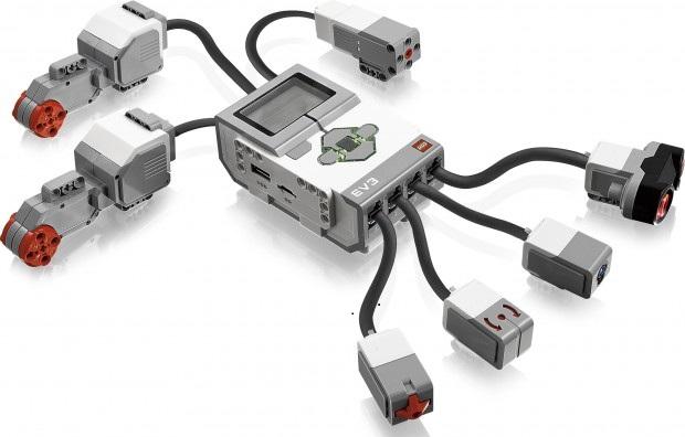 EV3のセンサーやモーターやら。どうやらこの繋がってる分が基本セットのセンサーのようです。