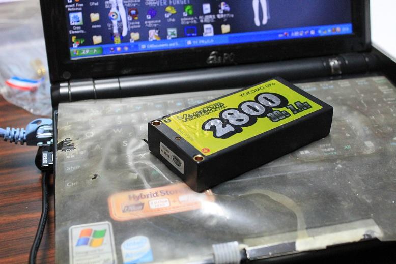 YOKOMOのリポ電池です。2セル2800mA/h 30Cです。