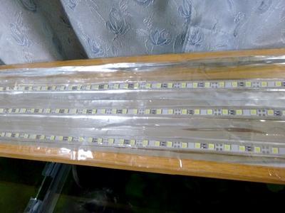 LEDバーライトが3本並んでます。