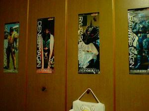 部屋にポスター