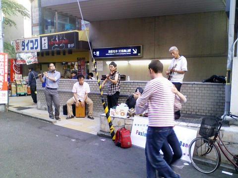 伏見コントラダンスバンド演奏ビラ配り