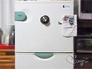 金庫っぽく冷蔵庫に SAFE TIMERを付けてみた