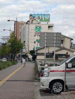 ビルの上のキリン端麗グリーンラベルの広告