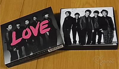 嵐の LOVE 初回限定盤 CDが入った箱のフタを開けると