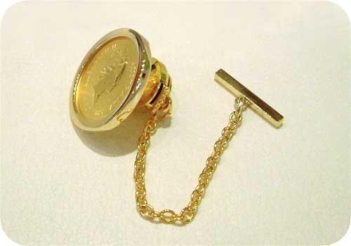 金貨のタイピン:斜めから