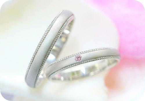 ミル打ちデザインにピンクダイヤ♪マリッジリング!