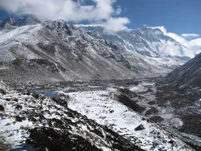 クンブ氷河とトレッキングルート
