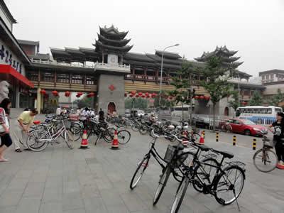 北京 ヒスイ店前