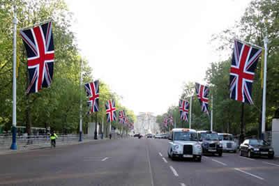バッキンガム宮殿前の道路