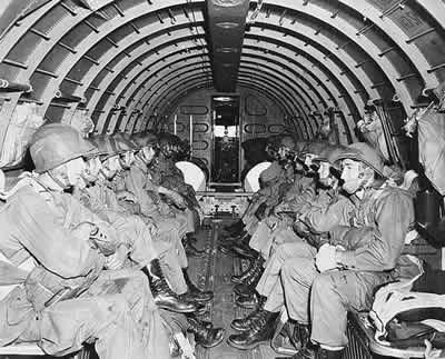U.S_Army_paratroopers_1942.jpg