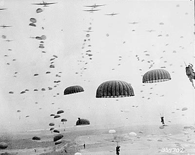 U.S_Army_paratroopers_1944.jpg