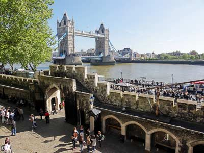 towerbridge_aus_tower_of_london.jpg