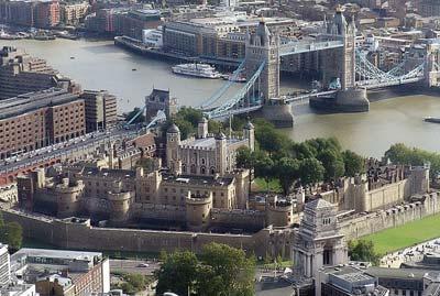 ロンドン塔全景