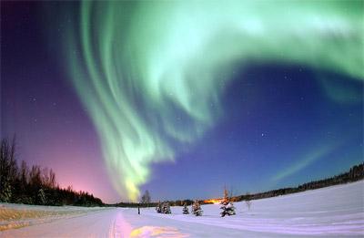 アラスカ上空のオーロラ