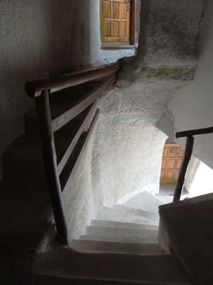 yasins place 洞窟部屋への階段