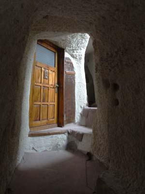 yasins place 洞窟部屋への入り口