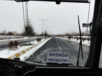 雪の積もる道路