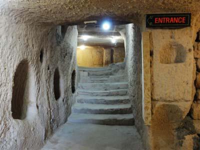 ウチヒサル城塞入口
