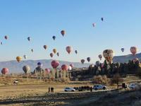 一斉に飛び立つ気球たち