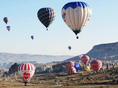 着地した気球たち