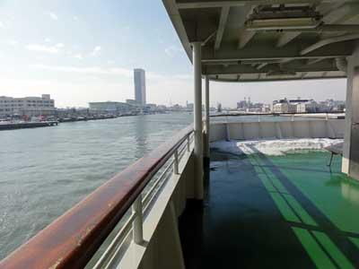 新潟を出航