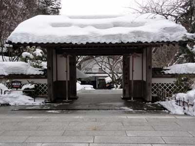 出口にある門