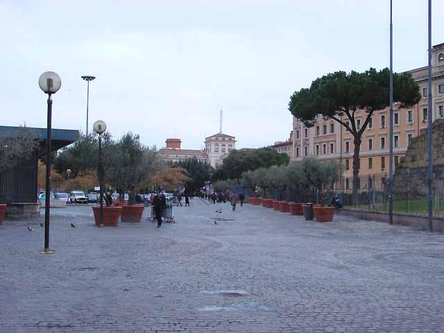 ローマ・テルミニ駅前