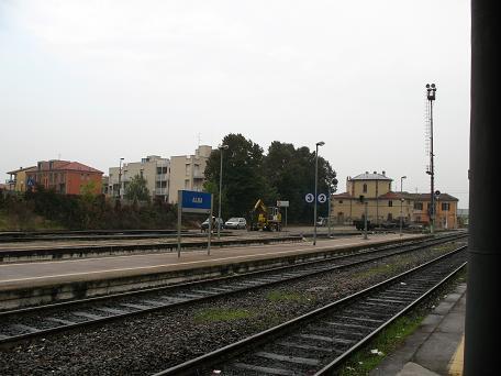 アルバ駅ホーム