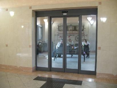 モデナ駅の待合室