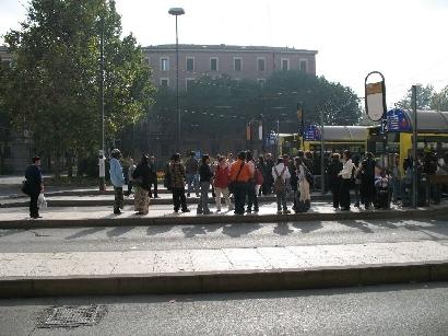 モデナ駅前