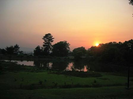 大仏池に沈む夕日