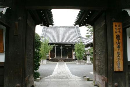 盧山寺の門