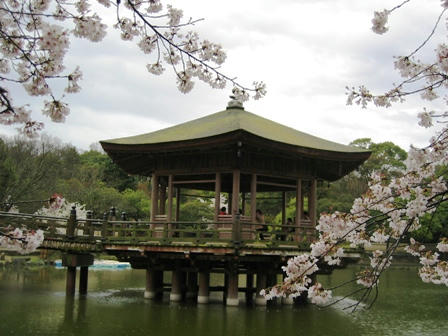 鷺池の浮見堂