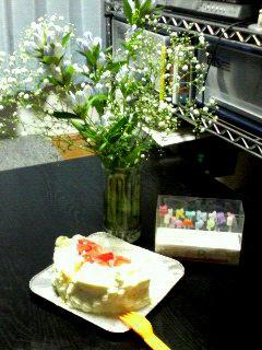 お花とケーキとろうそく…