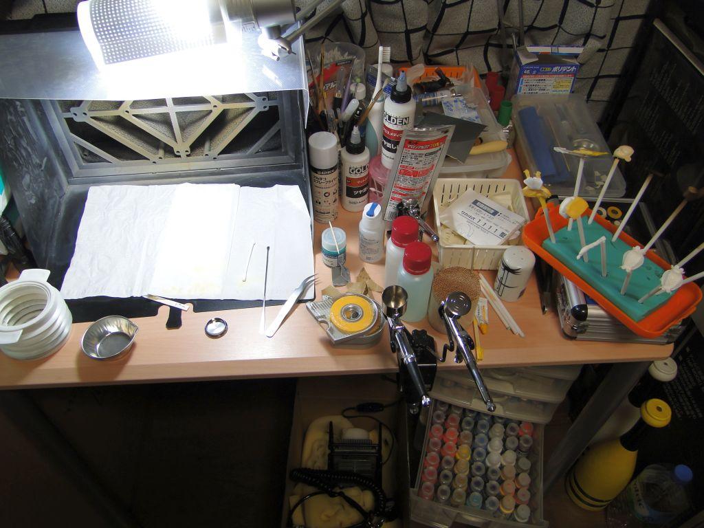 段々大袈裟になりつつある作業机の図