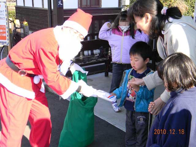 2010年「サンタが駅にやって来る!」
