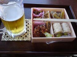 蓮見茶屋 弁当とビール 千円