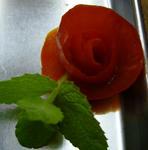 トマトがバラの花に変身!
